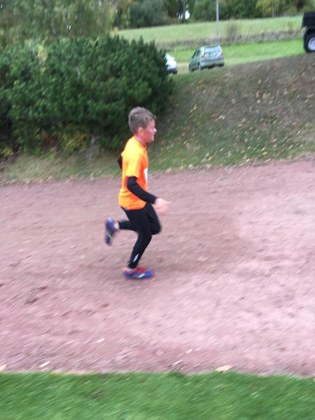 Viggo som sprang 5 km och jag gjorde highfive i år igen då vi möttes i våra båda lopp